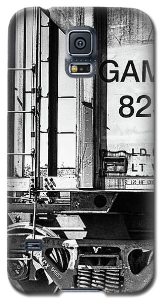 Galaxy S5 Case featuring the photograph Minding The Gap by Wendy J St Christopher