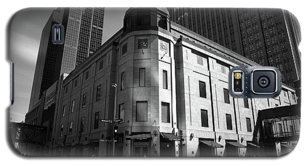 Galaxy S5 Case featuring the photograph Minneapolis Downtown Bw by Frank Romeo