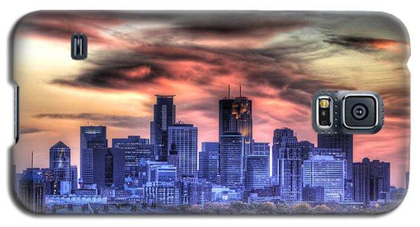 Minneapolis Skyline Autumn Sunset Galaxy S5 Case by Shawn Everhart