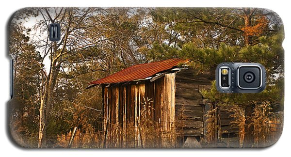 Galaxy S5 Case featuring the photograph Mississippi Corn Crib by Tamyra Ayles