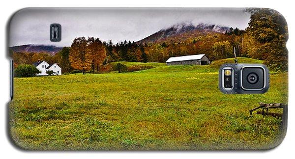 Misty Autumn At The Farm Galaxy S5 Case