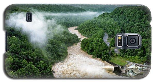 Misty Morning At Summersville Lake Dam Galaxy S5 Case
