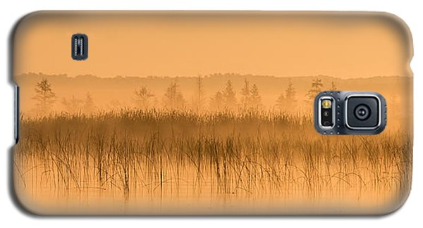 Misty Morning Floating Bog Island On Boy Lake Galaxy S5 Case