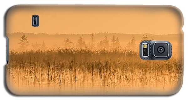 Misty Morning Floating Bog Island On Boy Lake Galaxy S5 Case
