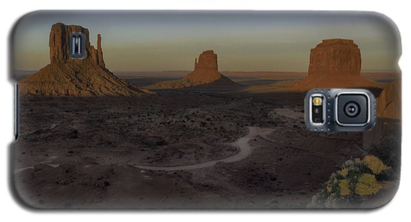 Galaxy S5 Case featuring the photograph Mittens Morning Greeting by Rob Wilson