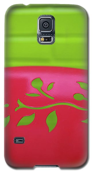 Galaxy S5 Case featuring the photograph Mod Christmas by Lora Lee Chapman