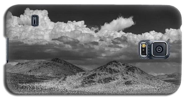 Galaxy S5 Case featuring the photograph Mojave 020 Bw by Lance Vaughn