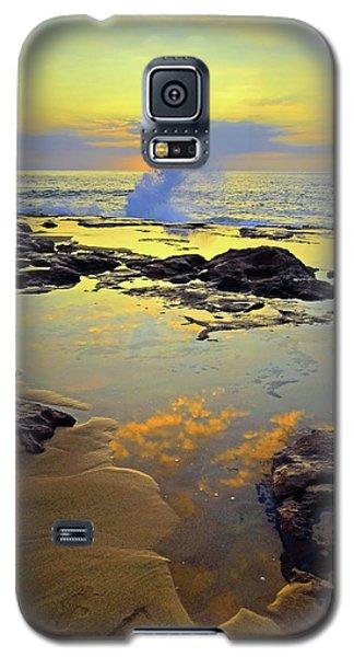 Galaxy S5 Case featuring the photograph Mololkai Splash by Tara Turner