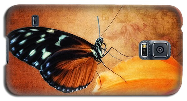 Monarch Butterfly On An Orchid Petal Galaxy S5 Case