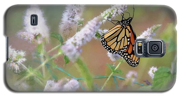 Galaxy S5 Case featuring the photograph Monarch On Mint 2 by Lori Deiter