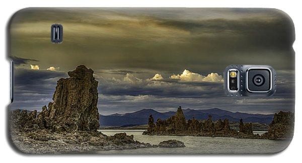 Mono Lake, Fall Sunset Galaxy S5 Case by Janis Knight