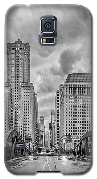 Monochrome Image Of The Marshall Suloway And Lasalle Street Canyon Over Chicago River - Illinois Galaxy S5 Case