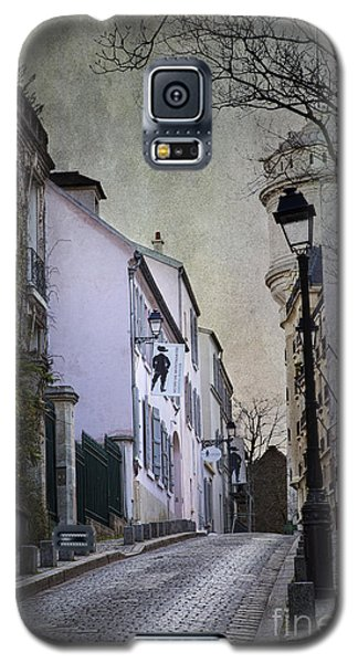 Galaxy S5 Case featuring the photograph Montmartre by Elena Nosyreva