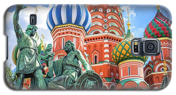 Galaxy S5 Case featuring the photograph Monument To Minin And Pozharsky by Delphimages Photo Creations