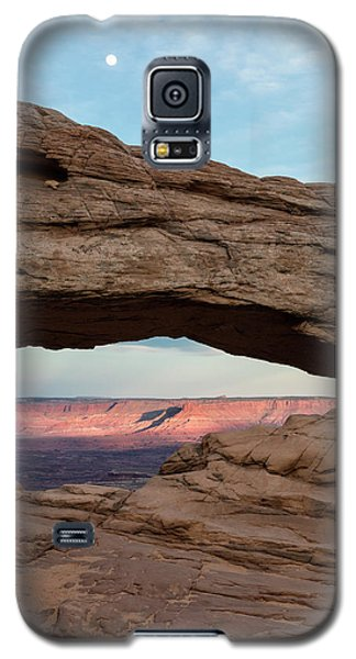 Moon Over Mesa Arch Galaxy S5 Case