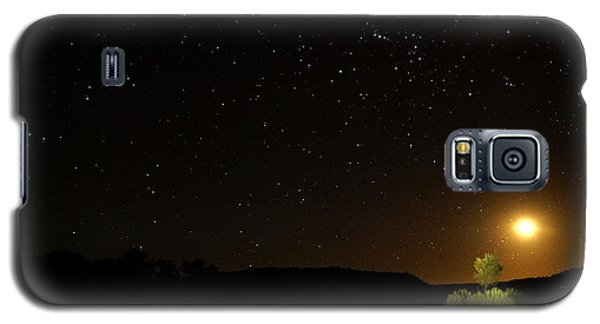 Galaxy S5 Case featuring the photograph Moon Set Over Palm Valley by Paul Svensen
