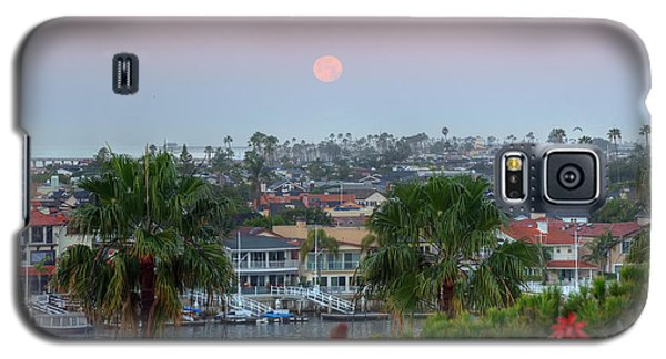 Full Moon Setting In Corona Del Mar Galaxy S5 Case by Eddie Yerkish