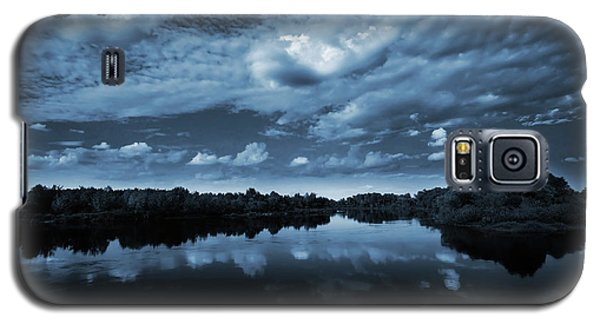 Moonlight Over A Lake Galaxy S5 Case by Jaroslaw Grudzinski