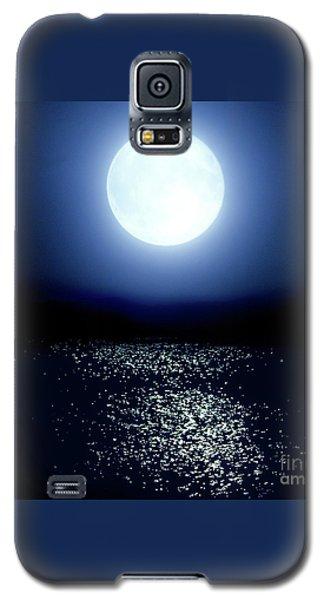 Galaxy S5 Case featuring the photograph Moonlight by Tatsuya Atarashi