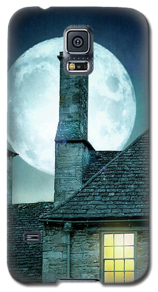 Moonlit Rooftops And Window Light  Galaxy S5 Case by Lee Avison