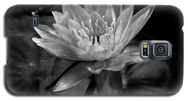 Moonlit Water Lily Bw Galaxy S5 Case