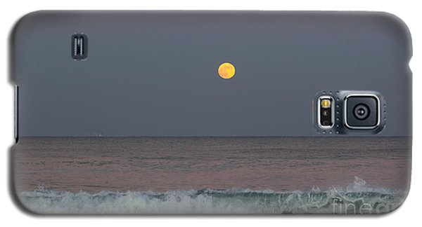 Galaxy S5 Case featuring the photograph Moonrise At Sunset by Michelle Wiarda