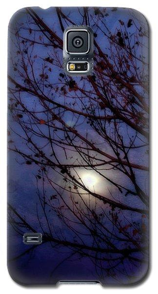 Galaxy S5 Case featuring the photograph Moonrise by Ellen Heaverlo