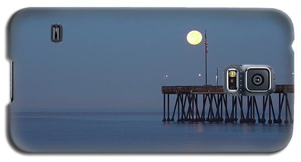 Galaxy S5 Case featuring the photograph Moonset At The Ventura Pier by John A Rodriguez