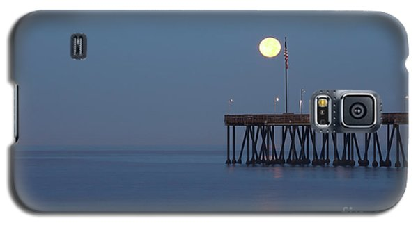 Moonset At The Ventura Pier Galaxy S5 Case by John A Rodriguez