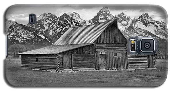 Mormon Homestead Barn Black And White Galaxy S5 Case by Adam Jewell