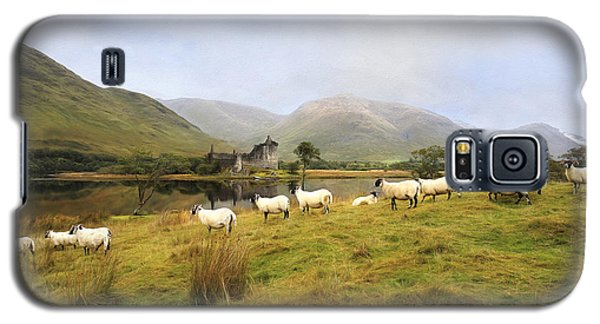 Galaxy S5 Case featuring the photograph Morning At Kilchurn by Roy  McPeak