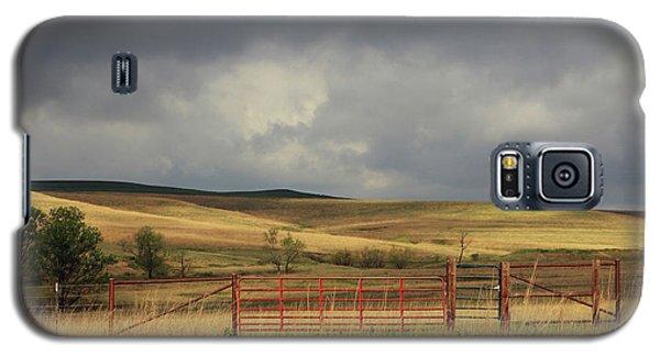 Morning At The Tallgrass Prairie Galaxy S5 Case by Christopher McKenzie