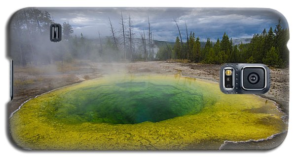 Galaxy S5 Case featuring the photograph Morning Glory Pool by Gary Lengyel