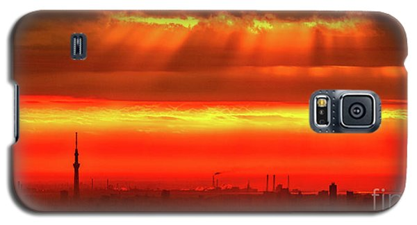 Galaxy S5 Case featuring the photograph Morning Glow by Tatsuya Atarashi