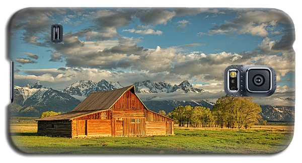 Morning Light On Moulton Barn #2 Galaxy S5 Case