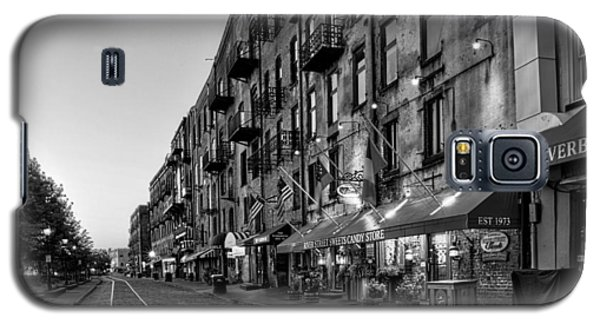 Morning On River Street In Black And White Galaxy S5 Case