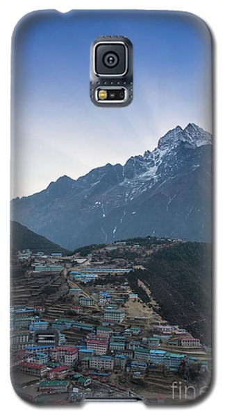 Galaxy S5 Case featuring the photograph Morning Sunrays Namche by Mike Reid