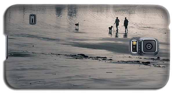 Morning Walk, Gooch's Beach, Kennebunk, Maine Galaxy S5 Case
