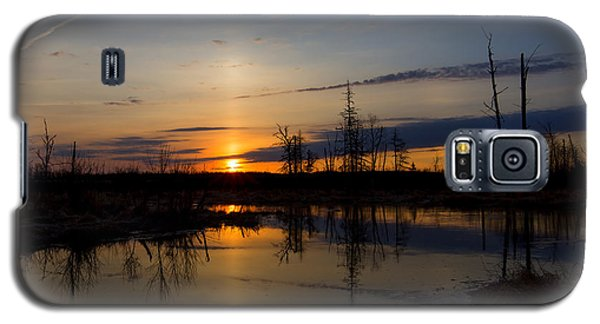 Galaxy S5 Case featuring the photograph Morning Wilderness by Gary Smith