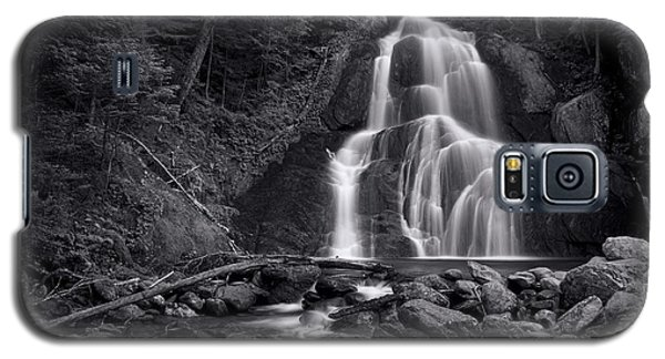 Landscapes Galaxy S5 Case - Moss Glen Falls - Monochrome by Stephen Stookey
