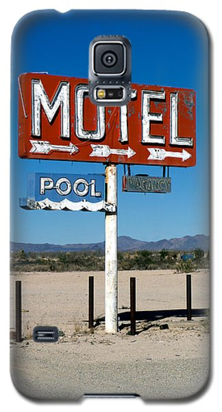 Motel Sign On I-40 And Old Route 66 Galaxy S5 Case