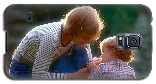Mother With Kid Galaxy S5 Case by Juan Carlos Ferro Duque