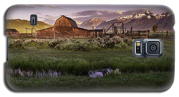 Moulton Barn At Dawn Galaxy S5 Case