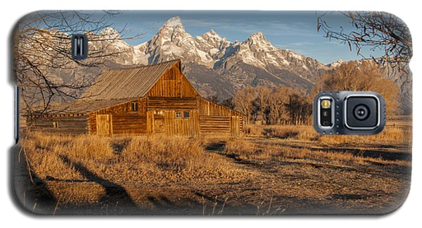 Galaxy S5 Case featuring the photograph Moulton Barn by Gary Lengyel