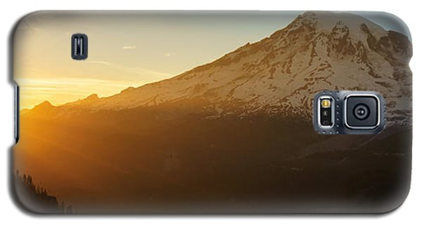 Mount Rainier Evening Light Rays Galaxy S5 Case