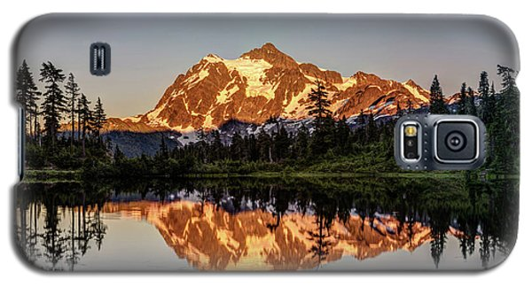 Galaxy S5 Case featuring the photograph Mt Shuksan Reflection by Pierre Leclerc Photography