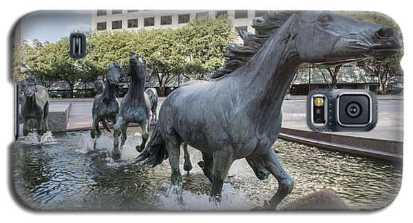 Mustangs Of Las Colinas Sculpture In Irving Texas Galaxy S5 Case