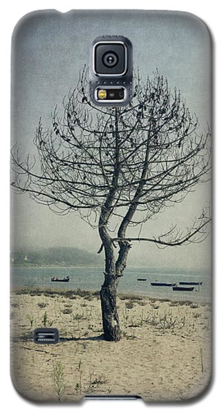 Galaxy S5 Case featuring the photograph Naked Tree by Marco Oliveira