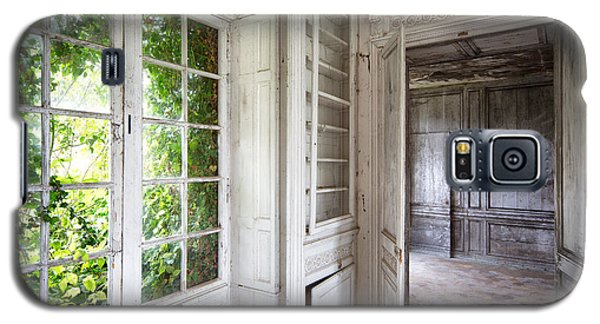 Nature Closes The Window - Urban Decay Galaxy S5 Case by Dirk Ercken