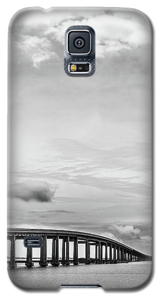 Galaxy S5 Case featuring the photograph Navarre Bridge Monochrome by Shelby Young
